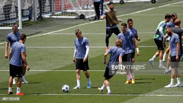 Gareth Bale of Real Madrid Toni Kroos of Real Madrid Luka Modric of Real Madrid Raphael Varane of Real Madrid and Karim Benzema of Real Madrid in...