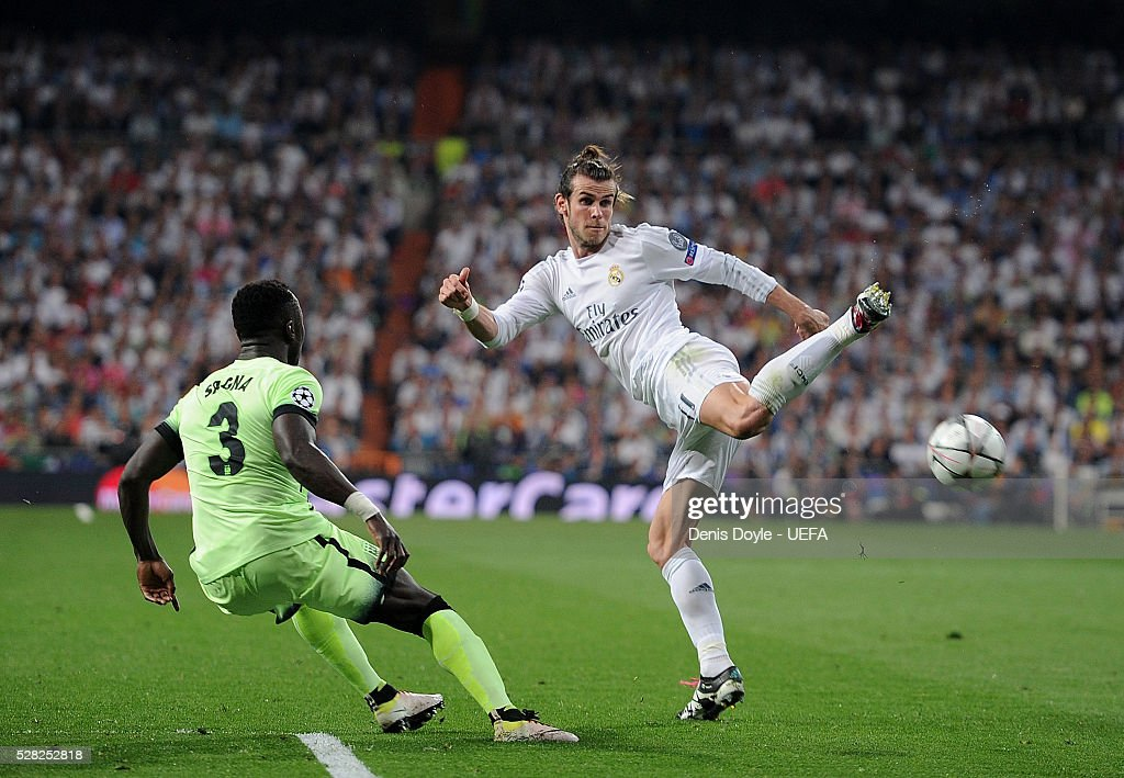 Gareth Bale of Real Madrid tries to control the ball beside Bacary Sagna of Manchester City FC during the UEFA Champions League Semi Final second leg match between Real Madrid and Manchester City FC at Estadio Santiago Bernabeu on May 4, 2016 in Madrid, Spain.