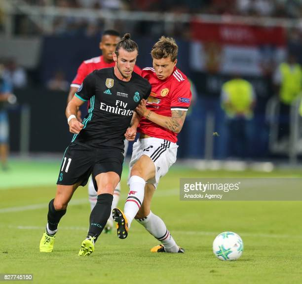 Gareth Bale of Real Madrid vies with Victor Lindelof of Manchester United during the UEFA Super Cup final between Real Madrid and Manchester United...