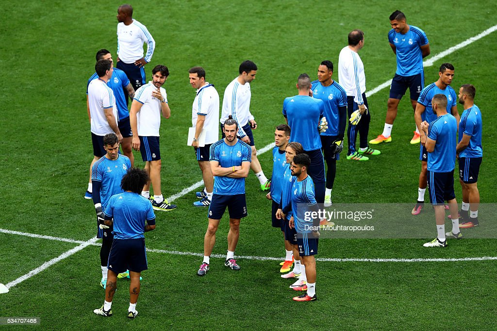 <a gi-track='captionPersonalityLinkClicked' href=/galleries/search?phrase=Gareth+Bale&family=editorial&specificpeople=609290 ng-click='$event.stopPropagation()'>Gareth Bale</a> of Real Madrid (c) waits for start of the Real Madrid training session on the eve of the UEFA Champions League Final against Atletico de Madrid at Stadio Giuseppe Meazza on May 27, 2016 in Milan, Italy.