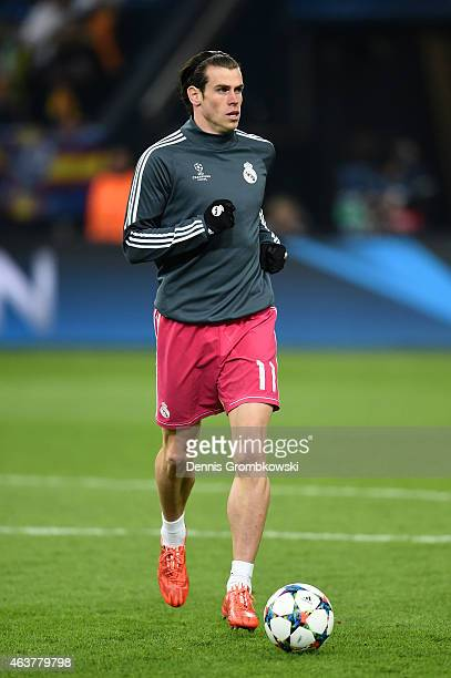 Gareth Bale of Real Madrid warms up prior to kickoff during the UEFA Champions League Round of 16 match between FC Schalke 04 and Real Madrid at the...