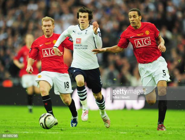 Gareth Bale of Tottenham Hotspur goes between Paul Scholes and Rio Ferdinand of Manchester United during the Carling Cup Final match between...