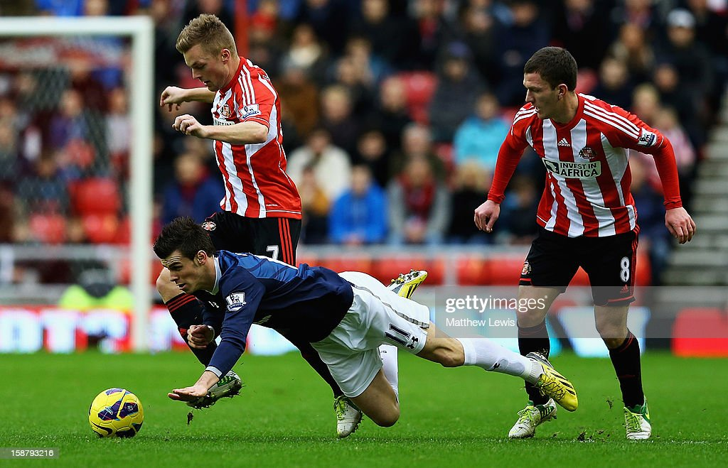 <a gi-track='captionPersonalityLinkClicked' href=/galleries/search?phrase=Gareth+Bale&family=editorial&specificpeople=609290 ng-click='$event.stopPropagation()'>Gareth Bale</a> of Tottenham is tackled by Sebastien Larsson and <a gi-track='captionPersonalityLinkClicked' href=/galleries/search?phrase=Craig+Gardner&family=editorial&specificpeople=685283 ng-click='$event.stopPropagation()'>Craig Gardner</a> of Sunderland during the Barclays Premier League match between Sunderland and Tottenham Hotspur at Stadium of Light on December 29, 2012 in Sunderland, England.