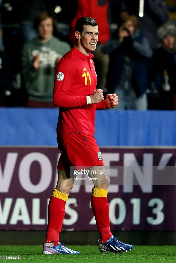 <a gi-track='captionPersonalityLinkClicked' href=/galleries/search?phrase=Gareth+Bale&family=editorial&specificpeople=609290 ng-click='$event.stopPropagation()'>Gareth Bale</a> of Wales celebrates after scoring the opening goal from the penalty spot during the FIFA 2014 World Cup qualifier between Wales and Croatia at The Liberty Stadium on March 26, 2013 in Swansea, Wales.