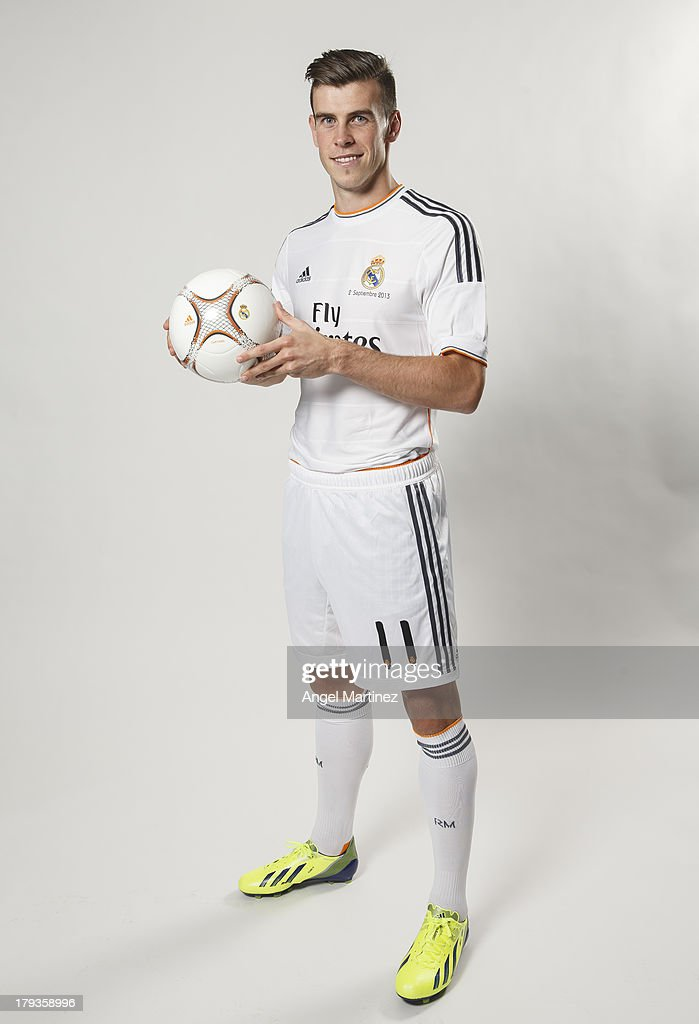 <a gi-track='captionPersonalityLinkClicked' href=/galleries/search?phrase=Gareth+Bale&family=editorial&specificpeople=609290 ng-click='$event.stopPropagation()'>Gareth Bale</a> poses during his official presentation as a new Real Madrid player at Estadio Santiago Bernabeu on September 2, 2013 in Madrid, Spain.