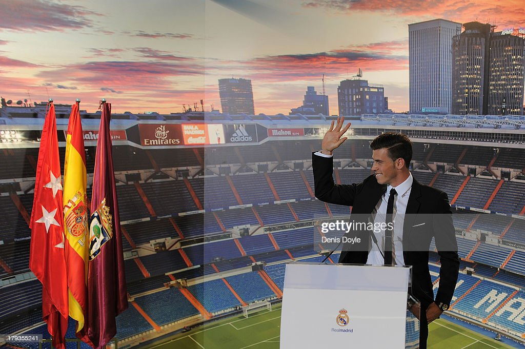 Gareth Bale waves during his official unveiling at estadio Santiago Bernabeu on September 2, 2013 in Madrid, Spain.