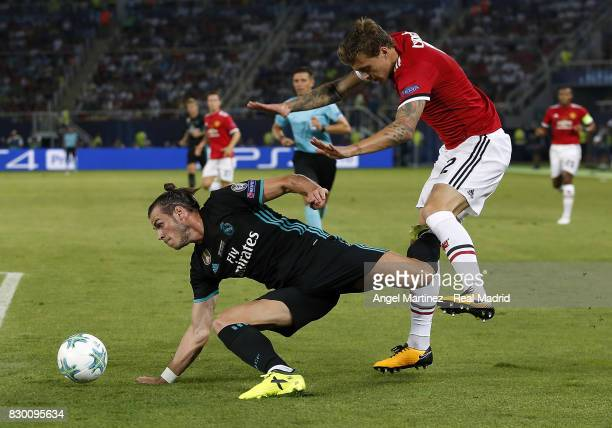 Gareth Balea of Real Madrid competes for the ball with Victor Lindelof of Manchester United during the UEFA Super Cup match between Real Madrid and...