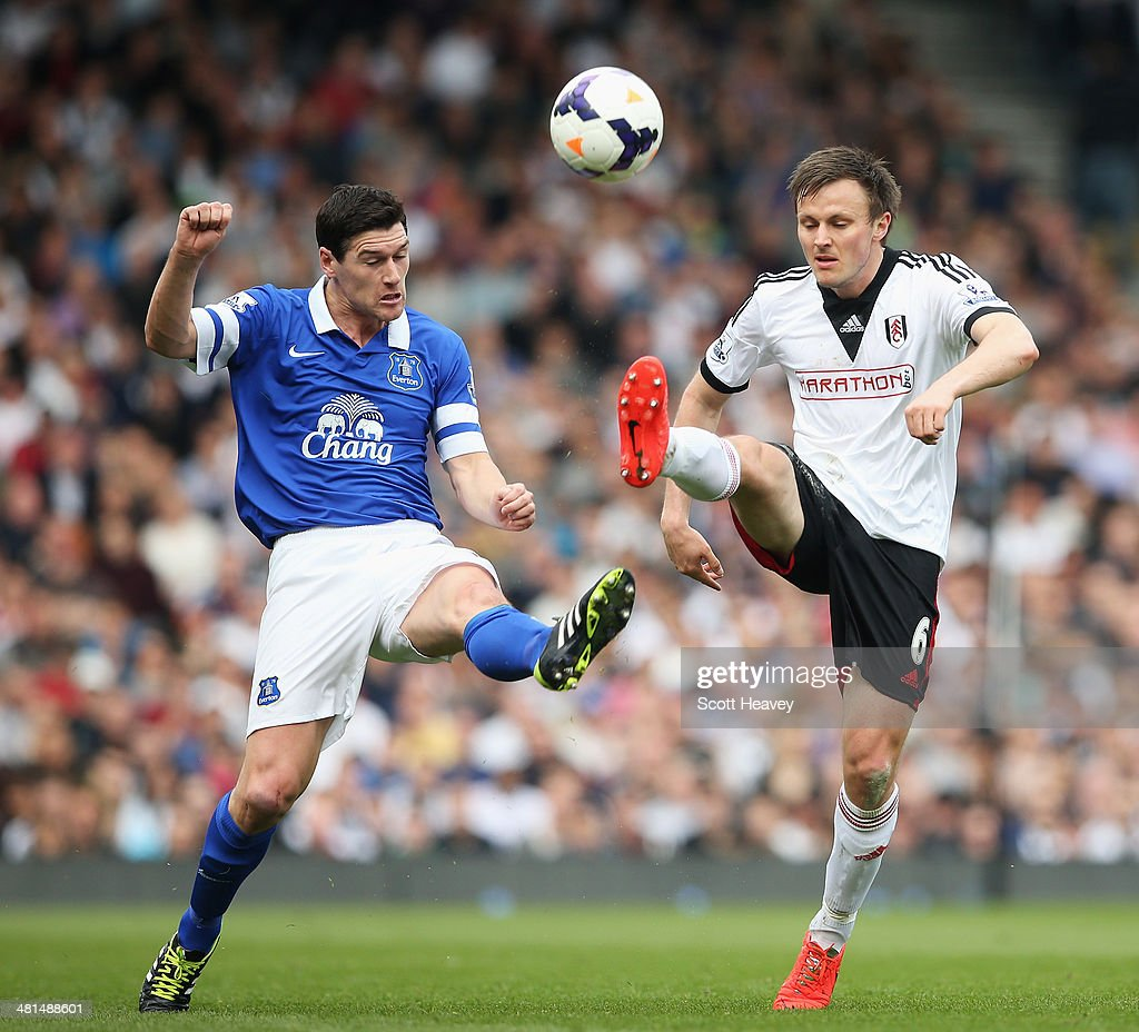 <a gi-track='captionPersonalityLinkClicked' href=/galleries/search?phrase=Gareth+Barry&family=editorial&specificpeople=209123 ng-click='$event.stopPropagation()'>Gareth Barry</a> of Everton challenges <a gi-track='captionPersonalityLinkClicked' href=/galleries/search?phrase=William+Kvist&family=editorial&specificpeople=2465270 ng-click='$event.stopPropagation()'>William Kvist</a> of Fulham during the Barclays Premier League match between Fulham and Everton at Craven Cottage on March 30, 2014 in London, England.