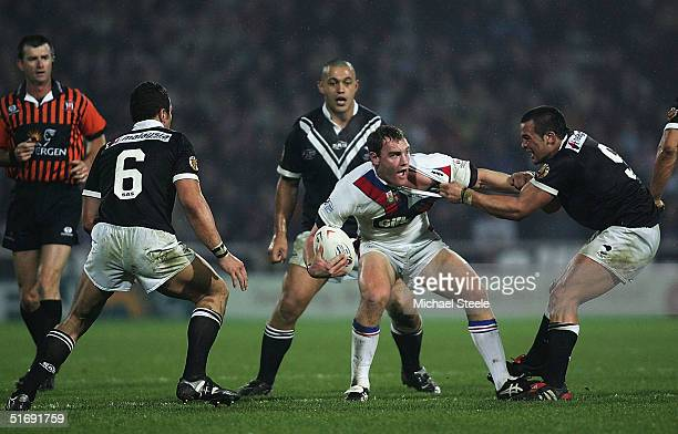 Gareth Ellis of Great Britain is held up by Louis Anderson of New Zealand as Vinnie Anderson and Ruben Wiki close in during the Gillette Rugby League...