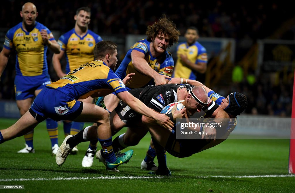 Gareth Ellis of Hull FC scores his team's first try during the Betfred Super League semi final between Leeds Rhinos and Hull FC at Headingley on September 29, 2017 in Leeds, England.
