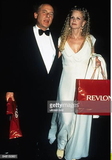 Garfunkel Art * Musiker Schauspieler USA mit Ehefrau Kim beide in Abendgarderobe November 1994