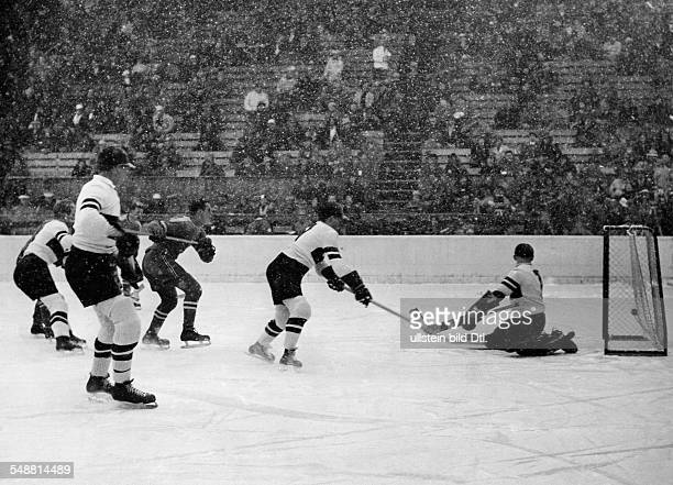 GarmischPartenkirchen Winter Olympics 1936 Preliminary round of the Hockey Championships in the artificial ice stadium the only goal for the team of...