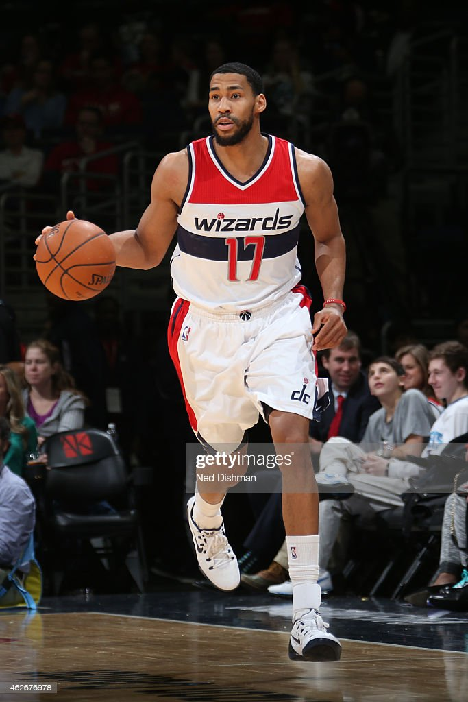 Garrett Temple of the Washington Wizards brings the ball up court against the Charlotte Hornets on February 2 2015 at the Verizon Center in...
