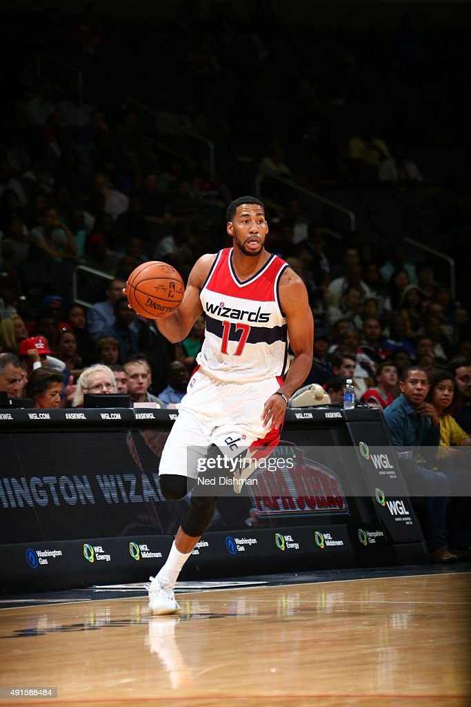Garrett Temple of the Washington Wizards brings the ball up court against the Philadelphia 76ers during a preseason game on October 6 2015 at Verizon...