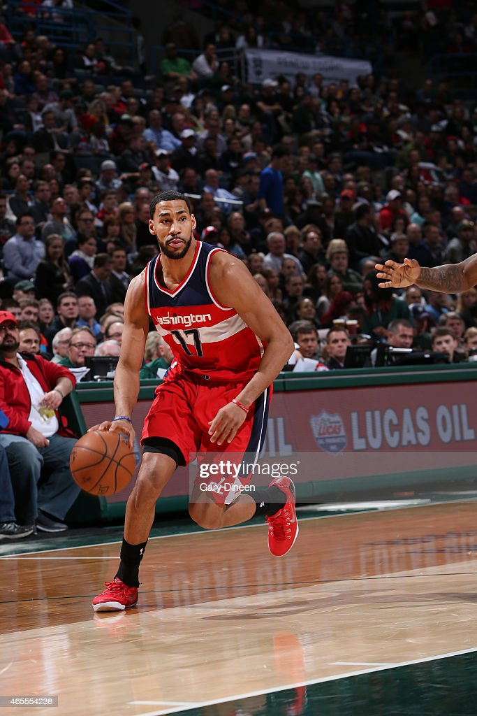 Garrett Temple of the Washington Wizards drives to the basket against the Milwaukee Bucks during the game on March 7 2015 at BMO Harris Bradley...