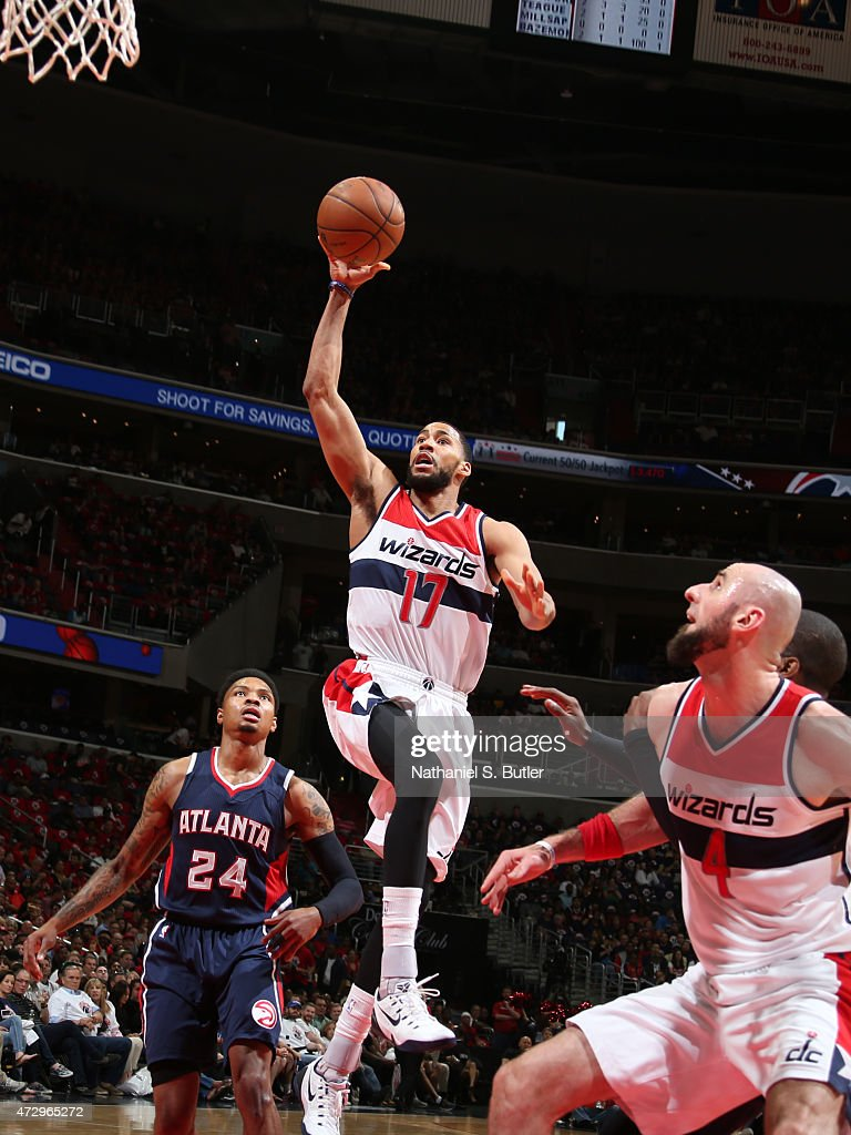 Garrett Temple of the Washington Wizards drives to the basket against the Atlanta Hawks in Game Three of the Eastern Conference Semifinals of the...
