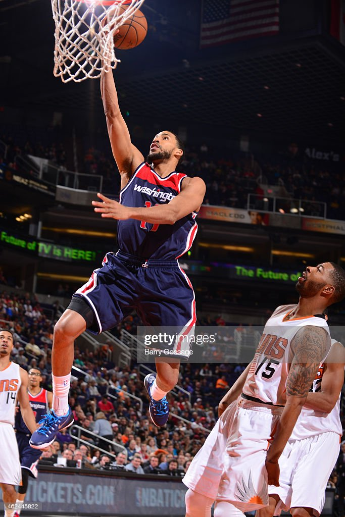 Garrett Temple of the Washington Wizards goes up for a shot against the Phoenix Suns on January 28 2015 at US Airways Center in Phoenix Arizona NOTE...