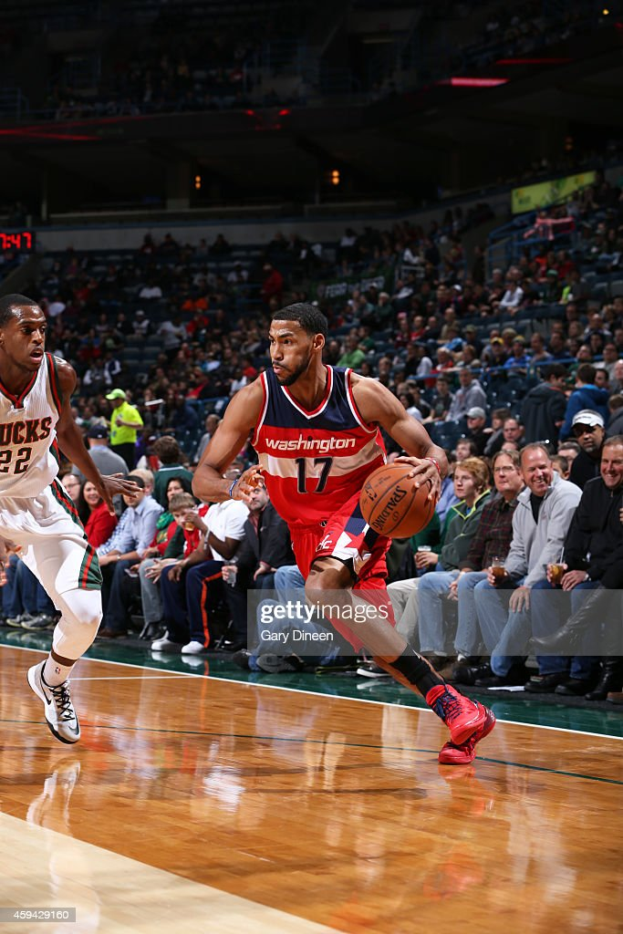 Garrett Temple of the Washington Wizards handles the ball against the Milwaukee Bucks during the game on November 22 2014 at the BMO Harris Bradley...