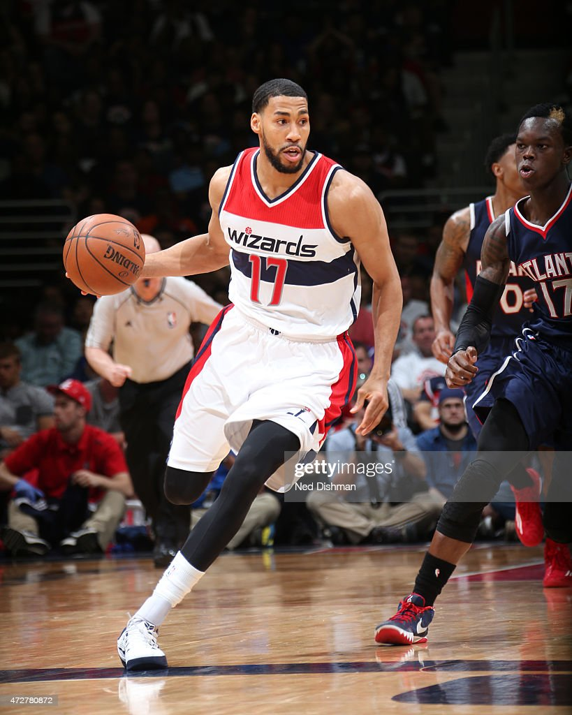 Garrett Temple of the Washington Wizards handles the ball against the Atlanta Hawks in Game Three of the Eastern Conference Semifinals of the 2015...