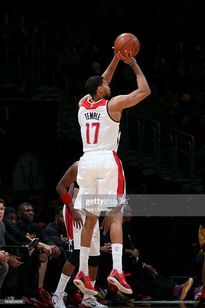 Garrett Temple of the Washington Wizards shoots against the Golden State Warriors on February 24 2015 at Verizon Center in Washington DC NOTE TO USER...