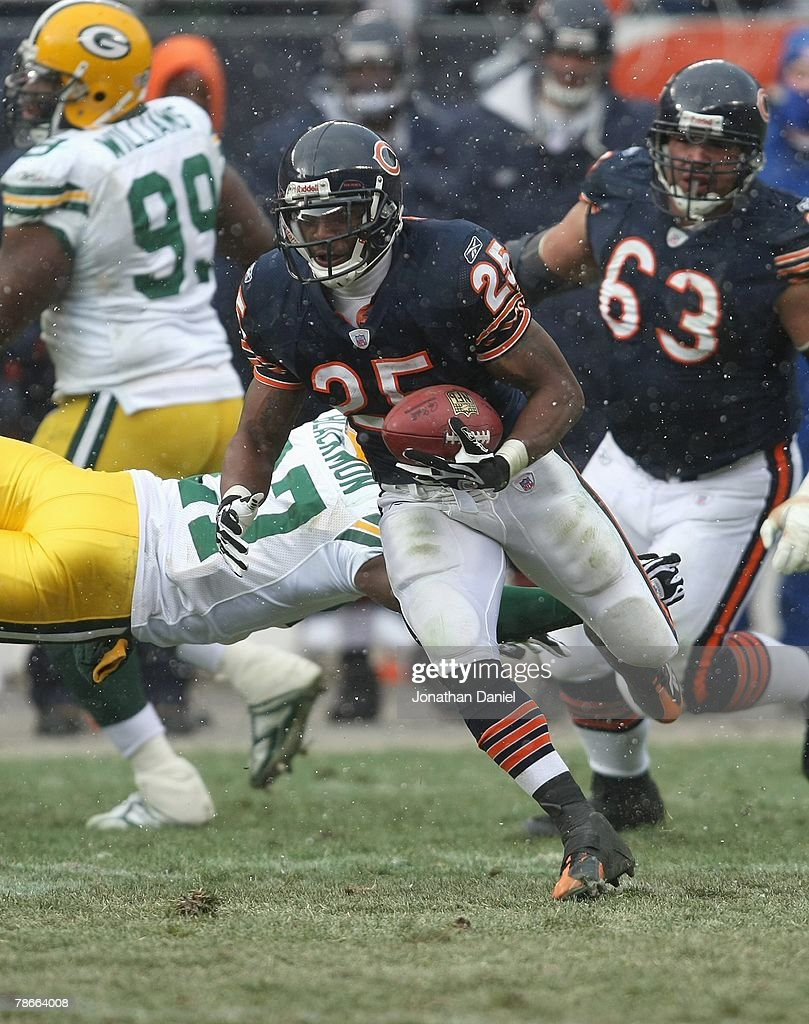 Garrett Wolfe #25 of the Chicago Bears carries the ball against the Green Bay Packers on December 23, 2007 at Soldier Field in Chicago, Illinois.