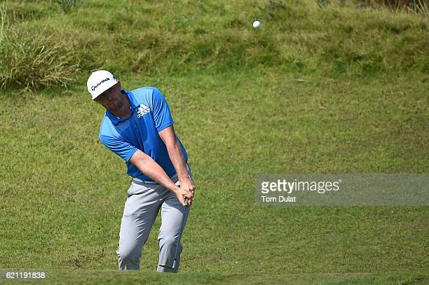 Garrick Porteous of England chips during day four of the NBO Golf Classic Grand Final at Al Mouj Golf on November 5 2016 in Muscat Oman