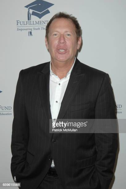 Garry Shandling attends FULFILLMENT FUND HONORS JUDD APATOW AND LESLIE MANN AT 2009 BENEFIT GALA at Bevelry Hills Hotel on October 26 2009 in Beverly...