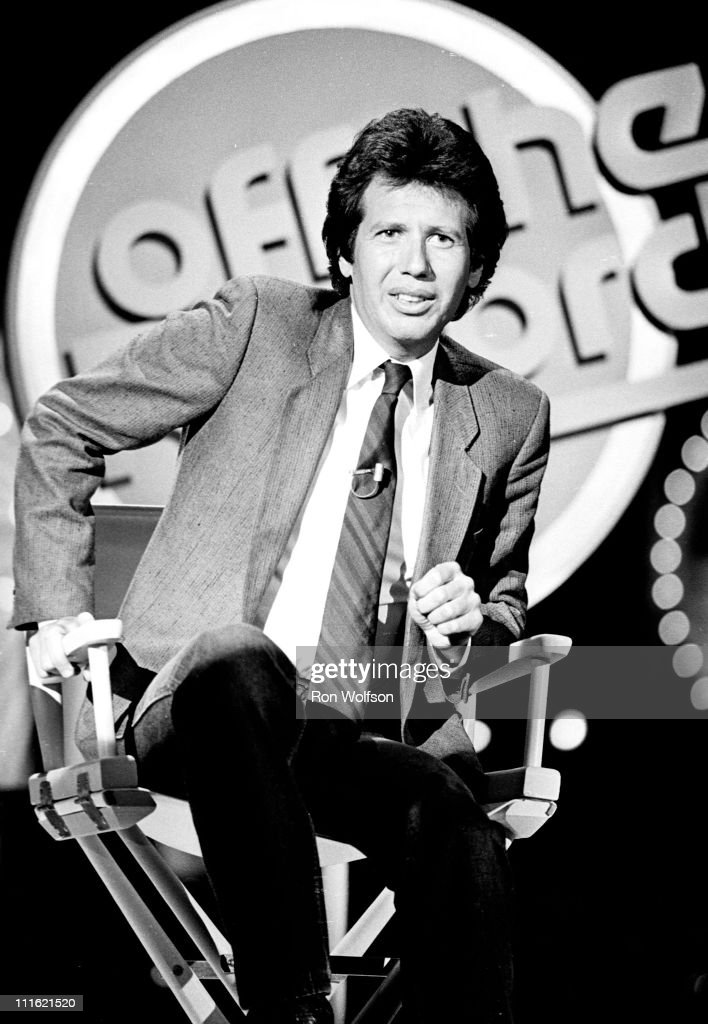 <a gi-track='captionPersonalityLinkClicked' href=/galleries/search?phrase=Garry+Shandling&family=editorial&specificpeople=220833 ng-click='$event.stopPropagation()'>Garry Shandling</a> performing on a TV Show in Hollywood, CA