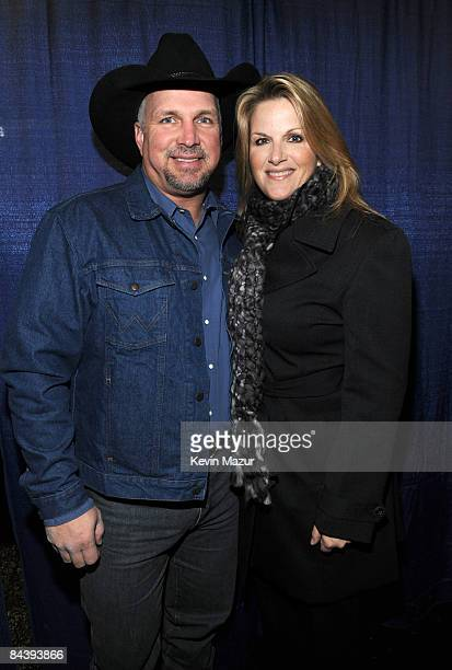 WASHINGTON JANUARY 18 *EXCLUSIVE* Garth Brooks and Trisha Yearwood backstage at ÒWe are One The Obama Inaugural Celebration At The Lincoln MemorialÓ...
