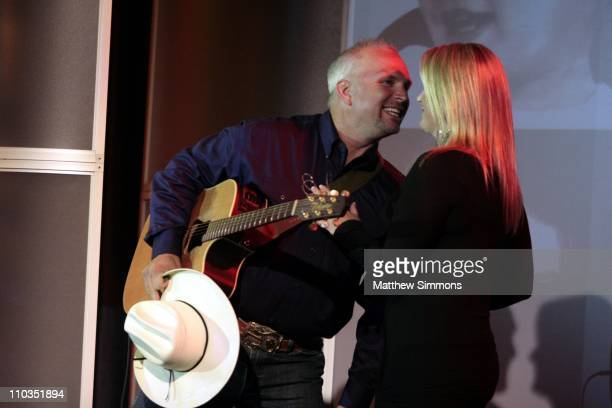 Garth Brooks and Trisha Yearwood perform at the Juvenile Diabetes Research Foundation Gala at the Beverly Hilton on May 15 2008 in Beverly Hills...