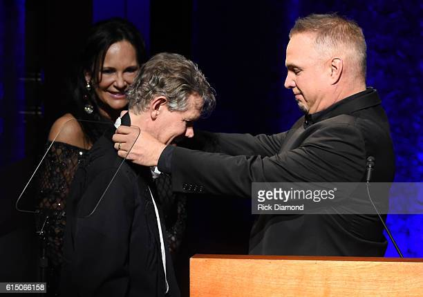Garth Brooks honors Randy Travis with medallion during the 2016 Medallion Ceremony at Country Music Hall of Fame and Museum on October 16 2016 in...