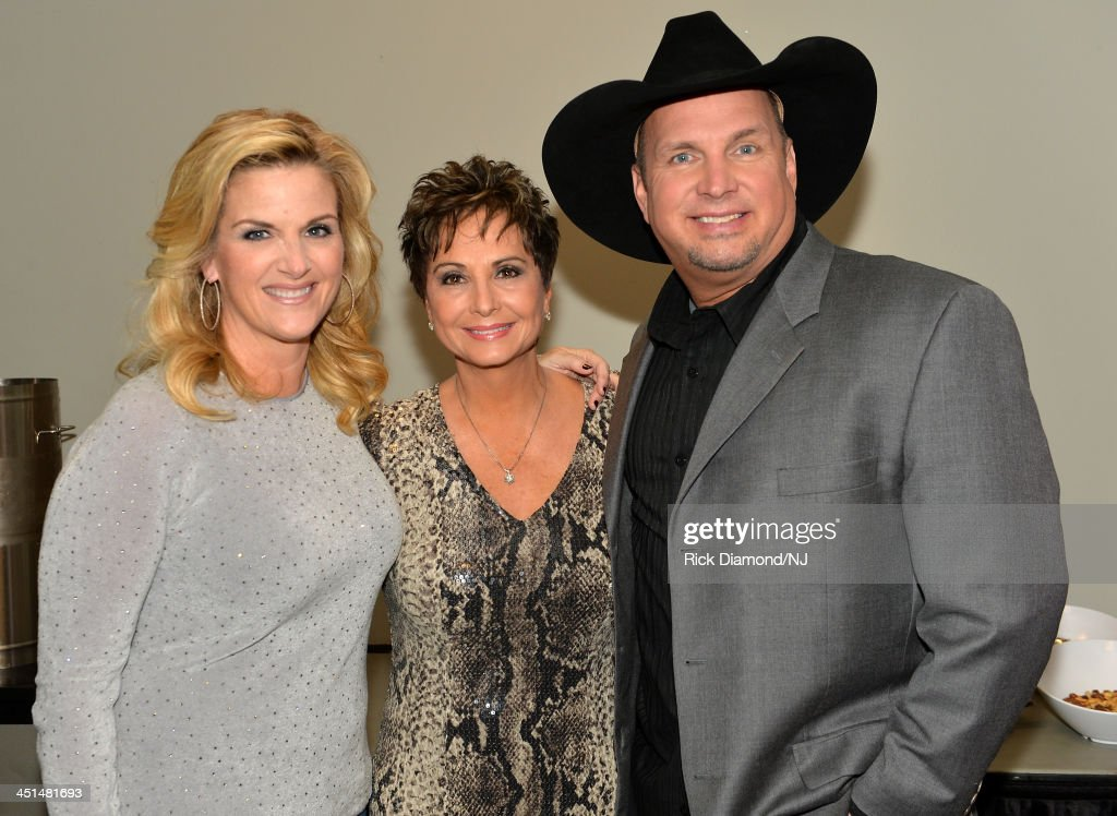 <a gi-track='captionPersonalityLinkClicked' href=/galleries/search?phrase=Garth+Brooks&family=editorial&specificpeople=206288 ng-click='$event.stopPropagation()'>Garth Brooks</a>, Nancy Jones and <a gi-track='captionPersonalityLinkClicked' href=/galleries/search?phrase=Trisha+Yearwood&family=editorial&specificpeople=216434 ng-click='$event.stopPropagation()'>Trisha Yearwood</a> pose backstage during rehearsals for Playin' Possum! The Final No Show Tribute To George Jones at Bridgestone Arena on November 22, 2013 in Nashville, Tennessee.