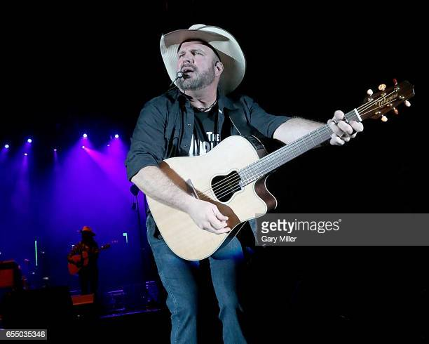 Garth Brooks performs a free concert on Auditorium Shores to help close out South By Southwest Conference And Festival on March 18 2017 in Austin...