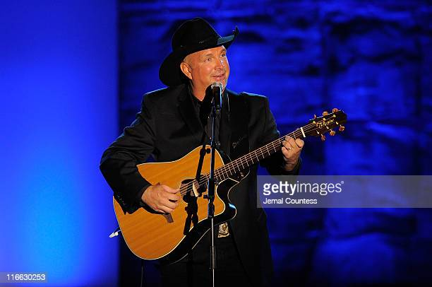 Garth Brooks performs onstage at the Songwriters Hall of Fame 42nd Annual Induction and Awards at The New York Marriott Marquis Hotel Shubert Alley...