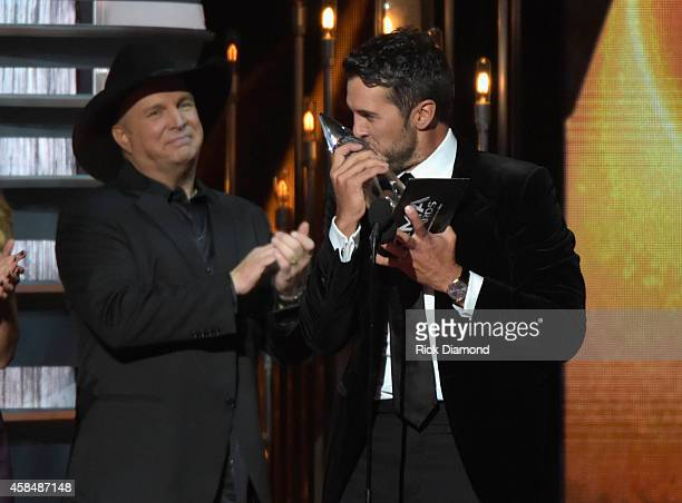 Garth Brooks presents Luke Bryan with the award for Entertainer of the Year ontsage durring the 48th annual CMA Awards at the Bridgestone Arena on...