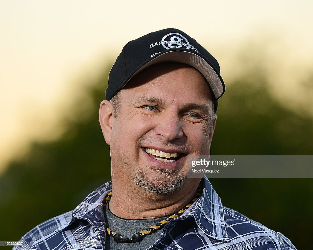 <a gi-track='captionPersonalityLinkClicked' href=/galleries/search?phrase=Garth+Brooks&family=editorial&specificpeople=206288 ng-click='$event.stopPropagation()'>Garth Brooks</a> visits 'Extra' at Universal Studios Hollywood on November 27, 2013 in Universal City, California.