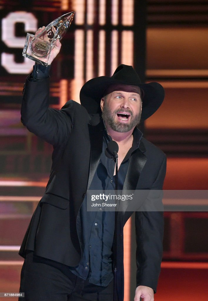 Garth Brooks wins Entertainer of the year onstage at the 51st annual CMA Awards at the Bridgestone Arena on November 8, 2017 in Nashville, Tennessee.