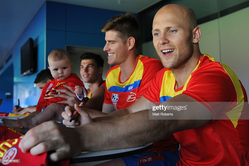 <a gi-track='captionPersonalityLinkClicked' href=/galleries/search?phrase=Gary+Ablett&family=editorial&specificpeople=206196 ng-click='$event.stopPropagation()'>Gary Ablett</a> signs autographs after a Gold Coast Suns AFL pre-season training session at Metricon Stadium on December 18, 2013 on the Gold Coast, Australia.