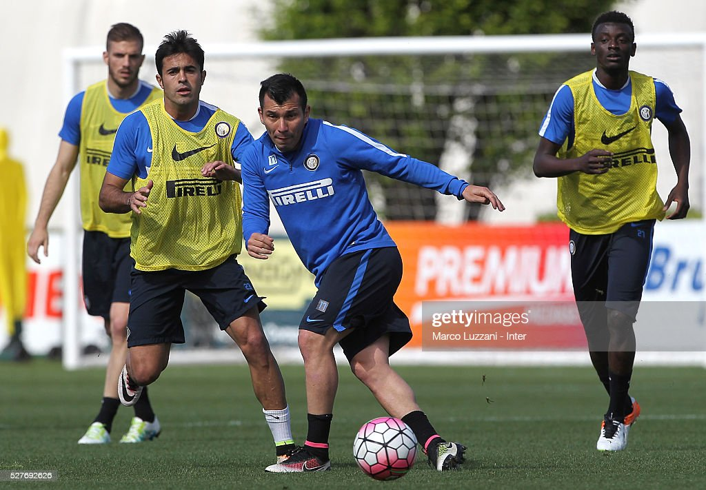 Gary Alexis Medel (C) of FC Internazionale Milano in action during the FC Internazionale training session at the club's training ground 'La Pinetina' on May 3, 2016 in Como, Italy.
