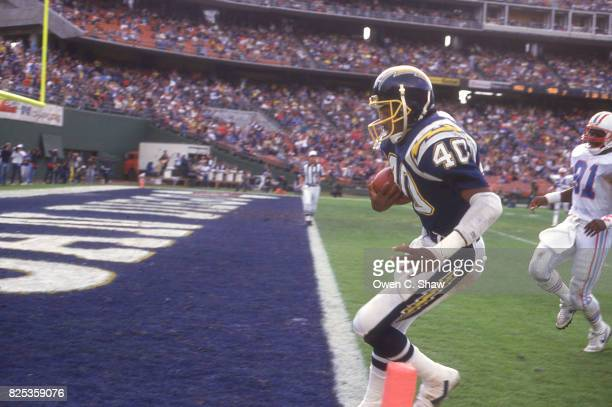 Gary Anderson of the San Diego Chargers scores against the Houston Oilers at Jack Murphy Stadium circa 1986 in San Diego California