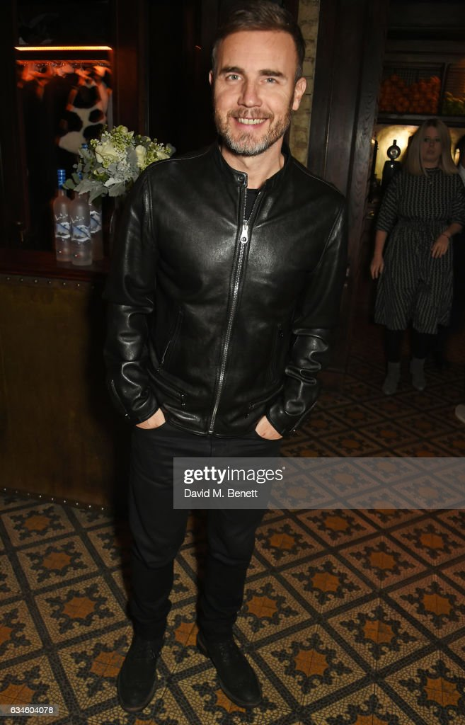 gary-barlow-attends-a-dinner-cohosted-by-harvey-weinstein-burberry-picture-id634604078