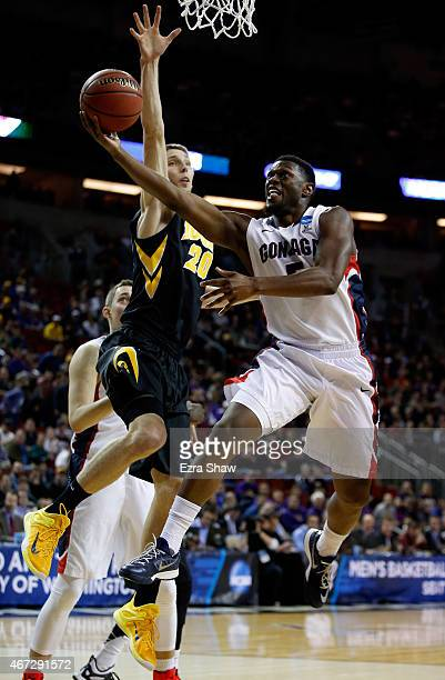 Gary Bell Jr #5 of the Gonzaga Bulldogs shoots the ball against Jarrod Uthoff of the Iowa Hawkeyes in the first half of the game during the third...