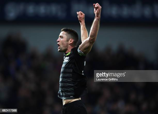 Gary Cahill of Chelsea celebrates winning the leauge after the Premier League match between West Bromwich Albion and Chelsea at The Hawthorns on May...