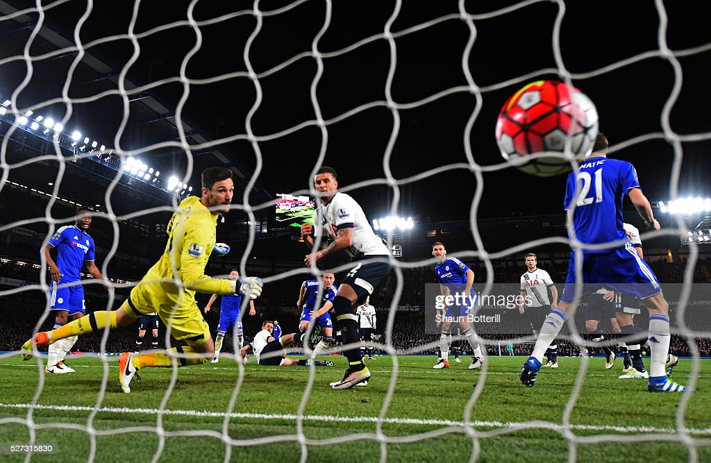Gary Cahill of Chelsea scores his team's first goal during the Barclays Premier League match between Chelsea and Tottenham Hotspur at Stamford Bridge on May 02, 2016 in London, England.jd