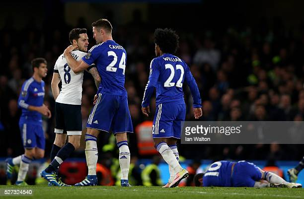 Gary Cahill of Chelsea steps in to separate the warring Ryan Mason of Tottenham Hotspur and Willian of Chelsea during the Barclays Premier League...