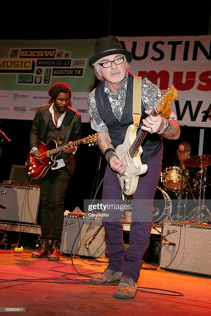<a gi-track='captionPersonalityLinkClicked' href=/galleries/search?phrase=Gary+Clark+Jr.&family=editorial&specificpeople=4495733 ng-click='$event.stopPropagation()'>Gary Clark Jr.</a> (L) and Bill Carter perform in concert for the Austin Music Awards at the Austin Music Hall during the South By Southwest Music Festival on March 13, 2013 in Austin, Texas.