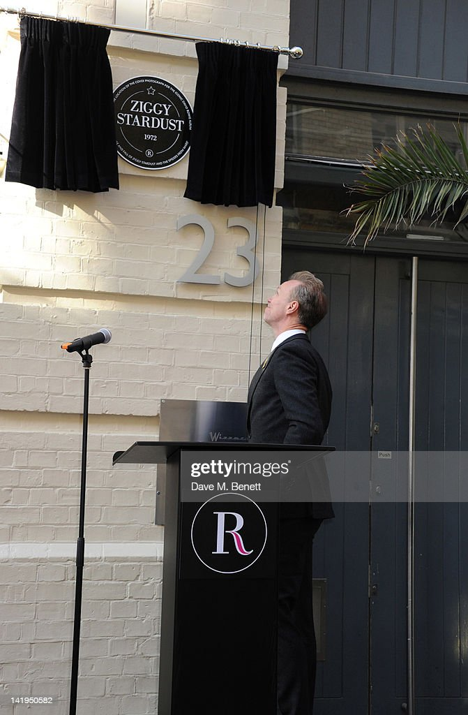 <a gi-track='captionPersonalityLinkClicked' href=/galleries/search?phrase=Gary+Kemp&family=editorial&specificpeople=213076 ng-click='$event.stopPropagation()'>Gary Kemp</a> unveils a plaque dedicated to David Bowie's famous character Ziggy Stardust on March 27, 201 in London, England. The plaque has been installed on Heddon Street, London, which was the location of the album cover photograph for 'The Rise and Fall of Ziggy Stardust and the Spiders from Mars'.