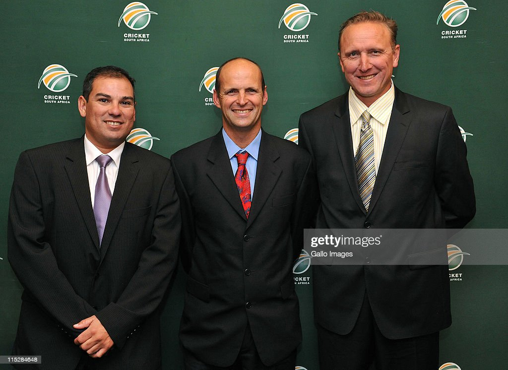 <a gi-track='captionPersonalityLinkClicked' href=/galleries/search?phrase=Gary+Kirsten&family=editorial&specificpeople=228142 ng-click='$event.stopPropagation()'>Gary Kirsten</a> (C) and assistant coaches Russell Domingo (L) and <a gi-track='captionPersonalityLinkClicked' href=/galleries/search?phrase=Allan+Donald&family=editorial&specificpeople=2185652 ng-click='$event.stopPropagation()'>Allan Donald</a> attend the Cricket South Africa press conference at The Pivot Hotel Southern Sun on June 06, 2011 in Johannesburg, South Africa.