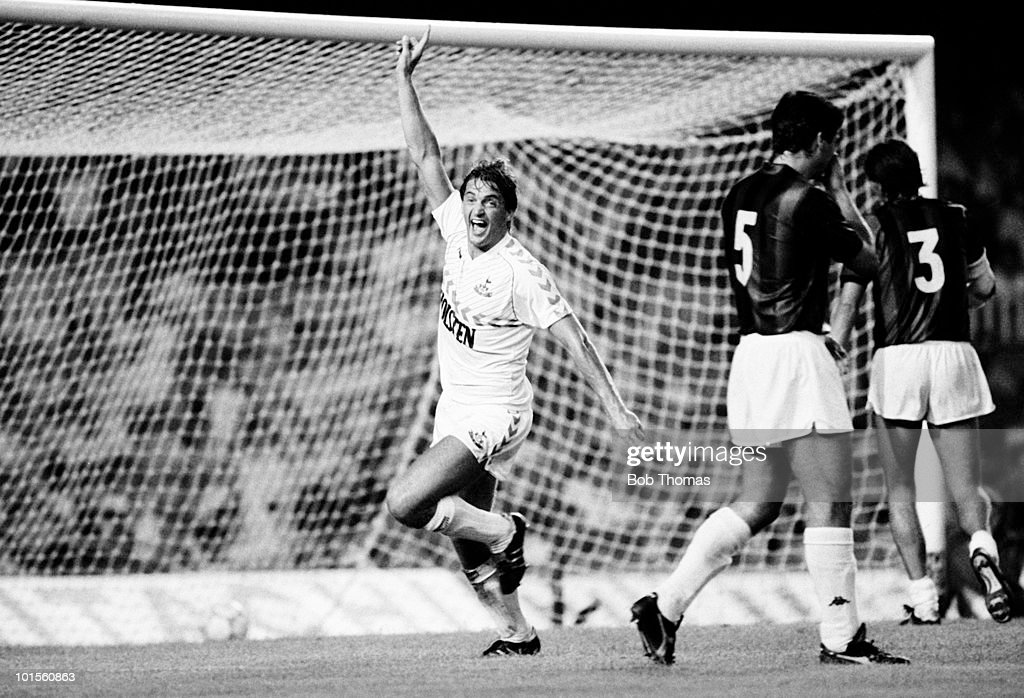 Gary Mabbutt of Tottenham Hotspur celebrates after scoring a goal against AC Milan during the Gamper Tournament match held at The Nou Camp Stadium, Barcelona on 19th August 1986. Spurs beat AC Milan 2-1. (Bob Thomas/Getty Images).