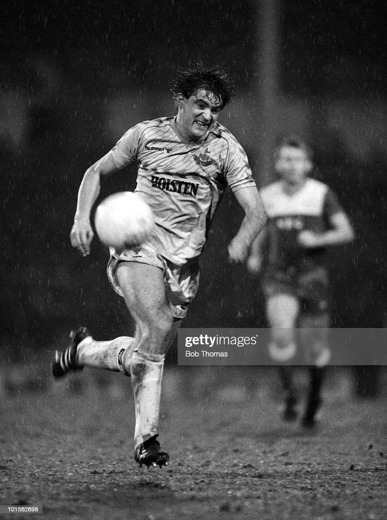 Gary Mabbutt of Tottenham Hotspur in action against Everton during the FA Cup 5th Round match held at White Hart Lane, London on 4th March 1986. Everton beat Tottenham Hotspur 2-1. (Bob Thomas/Getty Images).